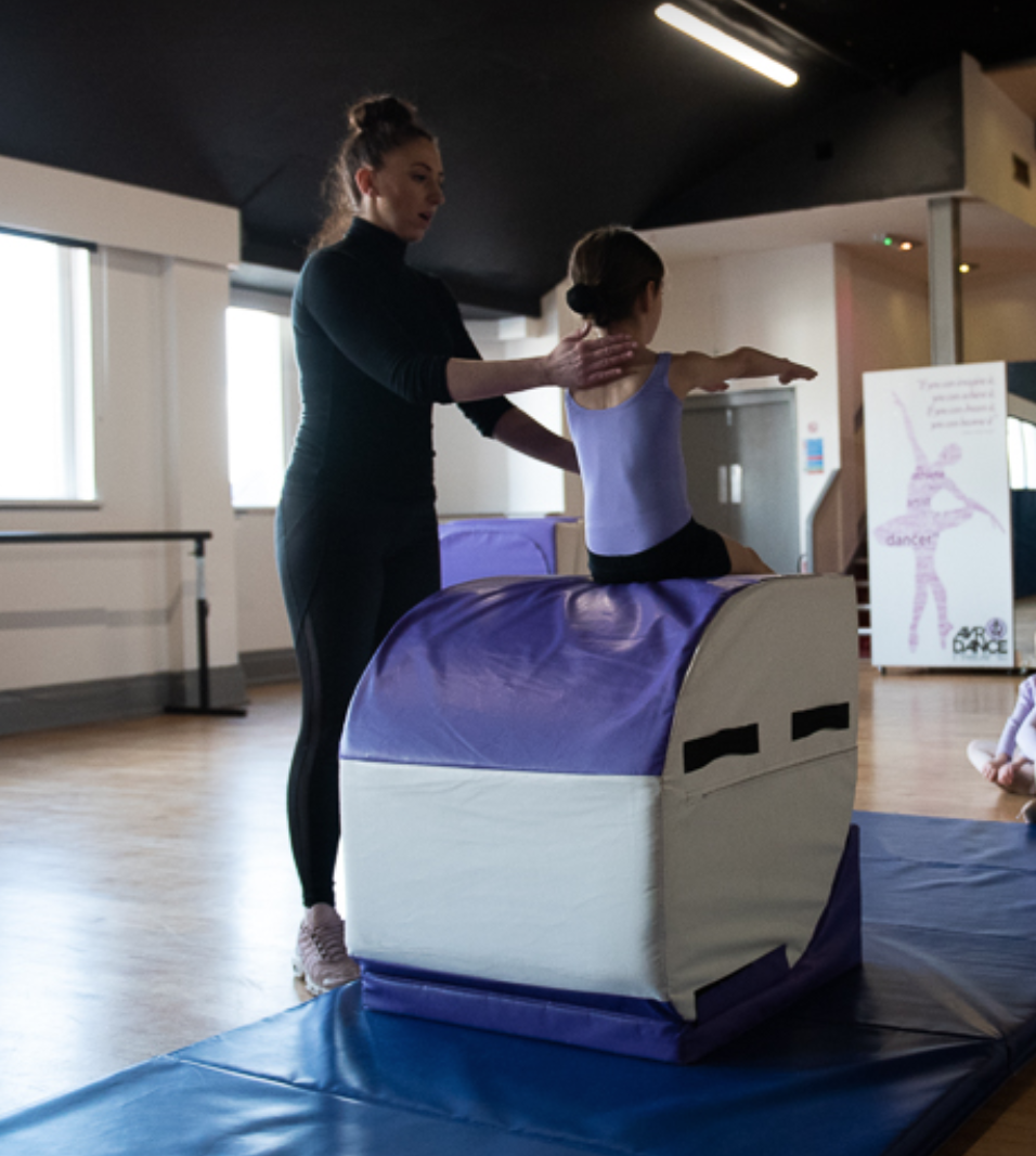 Acro Classes for Kids, Children's Acro Classes Thornton, Cleveleys, Poulton-le-Fylde, Layton, Bispham AVR Dance Blackpool Dance School Blackpool 05